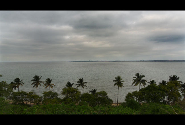 The occasional grey day. Maputo estuary, Katembe.